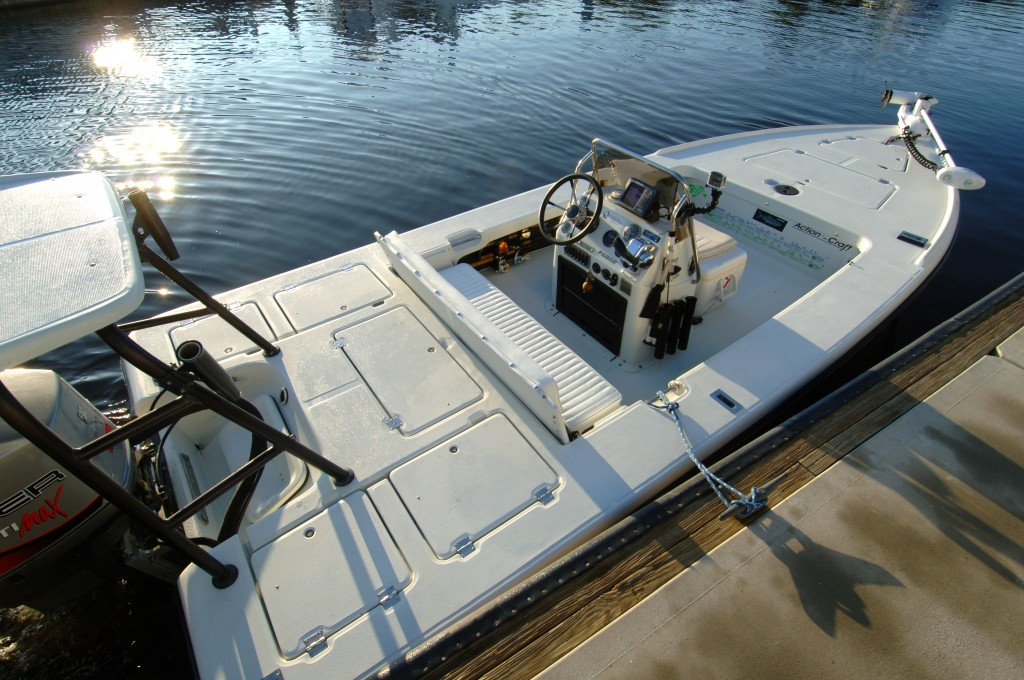 Fishing charter boat and fishing gear in everglades and for Fishing platform boat